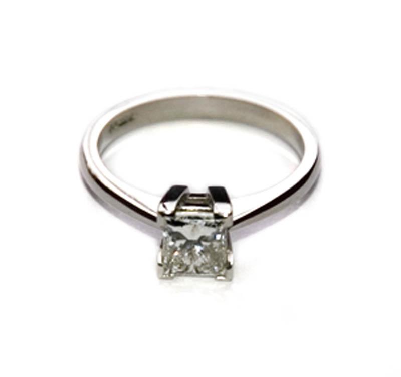 platinum engagement ring with 1ct princess cut
